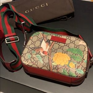 GUCCI Crossbody Monogram GG Supreme Tian Mini Red